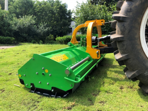 Bowell MXZ heavy duty Flail Mower with hydraulic side shift - 1500gr. flail hammer for branches up to 40mm - up to 120cm grass height - 220cm to 240cm working width